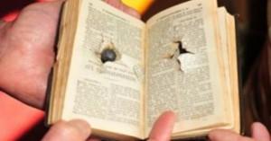 milagro-le-disparan-un-policia-y-lo-salva-la-biblia